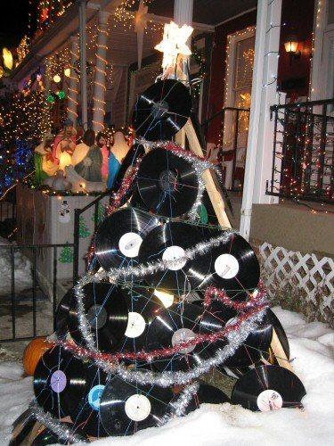 christmas-tree-made-of-vinyl-records