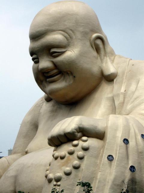 Big+Laughing+Buddha+Taichung-1