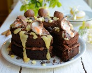 creme-egg-chocolate-drizzle-cake-12-680x545