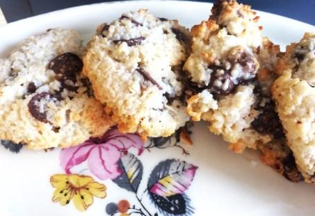 Kokos - Chokolade Cookies. Ultra nemme, uden hvedemel. 4 Ingredienser. Smager himmelsk.