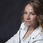 Joan Osborne ; photo: Jeff Fasano