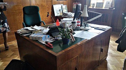 The mayor's messy desk
