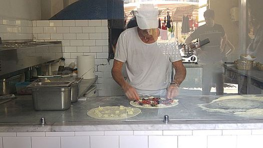 We ordered an insalatina di polpo to go (osporto) and watched the pizza making skills in Rondini