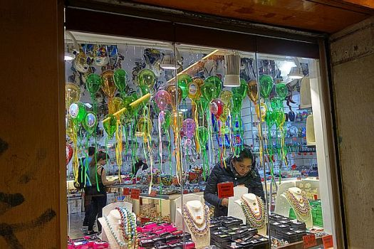 Souvenir glass balloons - they seem nicer in dozens