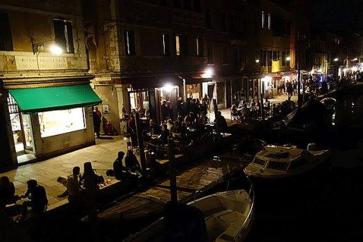 Tons of diners on the Cannaregio canal