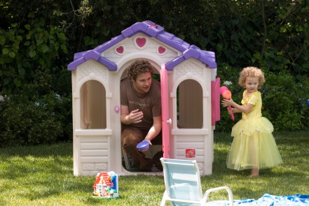 Ben Stone (SETH ROGEN) and Pete and Debbie?s youngest daughter, Charlotte (IRIS APATOW), play house in ?Knocked Up?, a comedy about the best thing that will ever ruin your best-laid plans: parenthood.