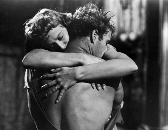 Vivien-Leigh-and-Marlon-Brando-in-A-Streetcar-Named-Desire-1951