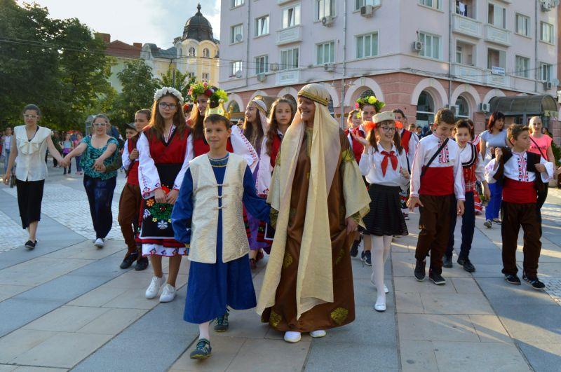 """Карнавал """"Машината на времето"""" се проведе за първи път в Сливен"""