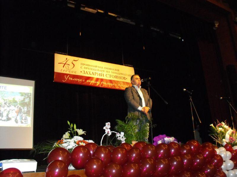 Кметът на община Сливен Стефан Радев присъства на празничния концерт на езиковата гимназия