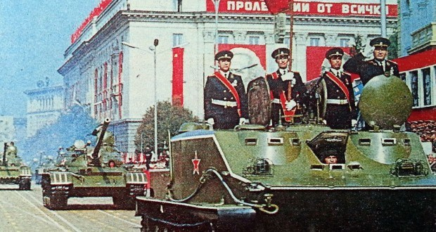 Продажниците затриха армията ни от 150 000 души, 300 самолета, 3000 танка …