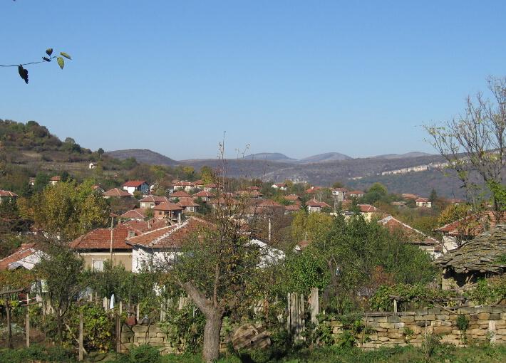 """Община Сливен обявява: Да се извърши продажба чрез публичен търг с явно наддаване на недвижим имот – частна общинска собственост с № 000167 по картата на възстановената собственост на землището на с.Струпец, общ.Сливен, с площ 15,397 дка, местност """"Ченгене шили"""", с начин на трайно ползване…:"""