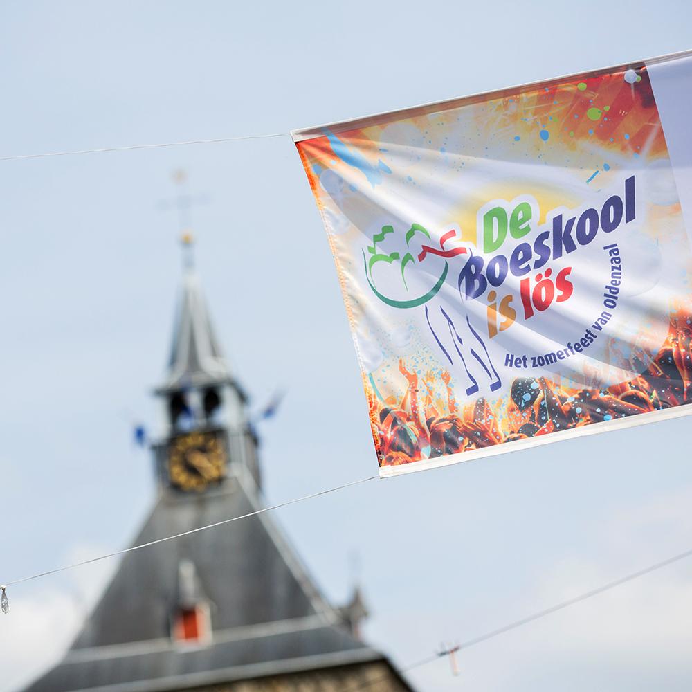 Drukwerk Oldenzaal - De Boeskool is Los vlaggen