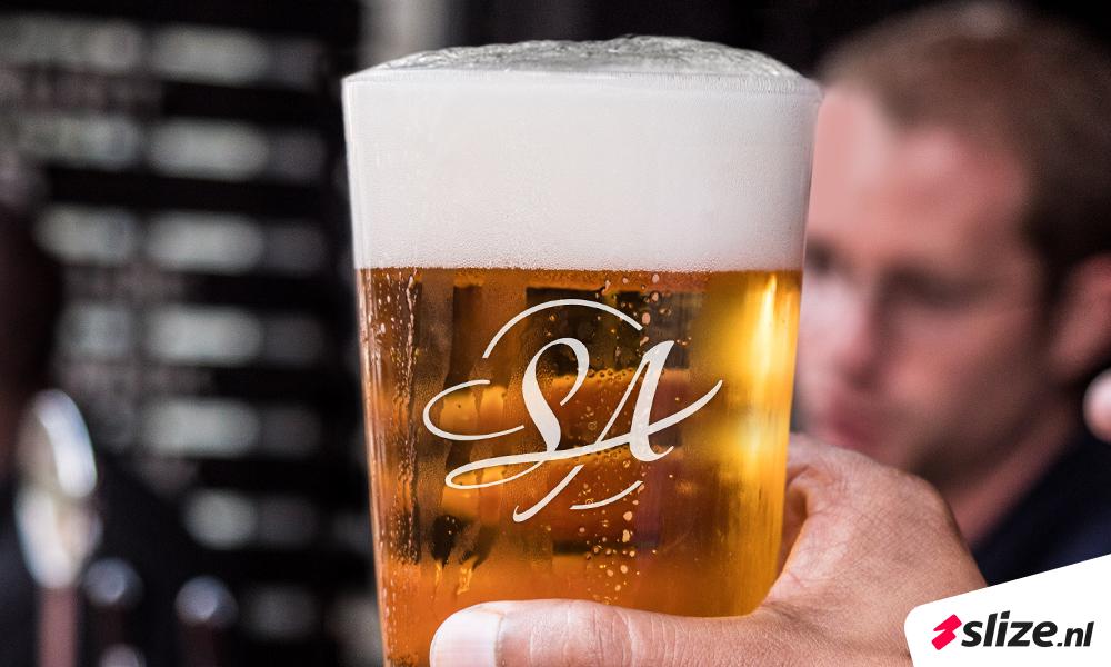 20 jaar jubileum logo op bierglas. Grafisch ontwerp voor Enschede / Losser