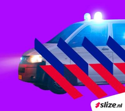 Montage nieuwe striping op een politie auto. Grafische beeldbewerking Enschede.