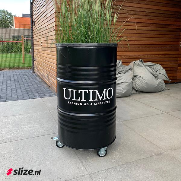 Witte logo stickers op maat maken - Slize x Ultimo Mode Oldenzaal