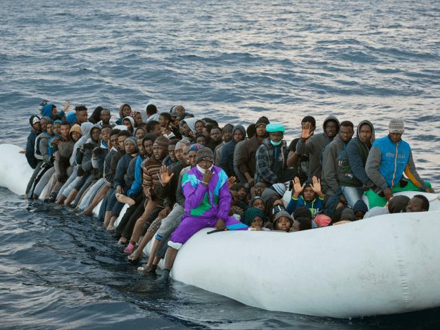 Ešte raz a pomaly pre menej chápavých: Vysvetlíme, ako sa slovenská vláda zaviazala presadiť migračnú politiku