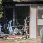 Kultúrne obohatenie z Holandska. Auto vrazilo do radnice a vybuchlo.