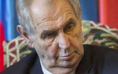 Českí senátori budú podávať žalobu na prezidenta Zemana.