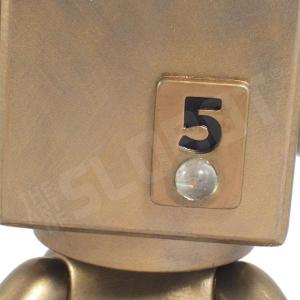 Mike Slobot 5 - Sentinel Class Moon Robot gold Qee close up eye
