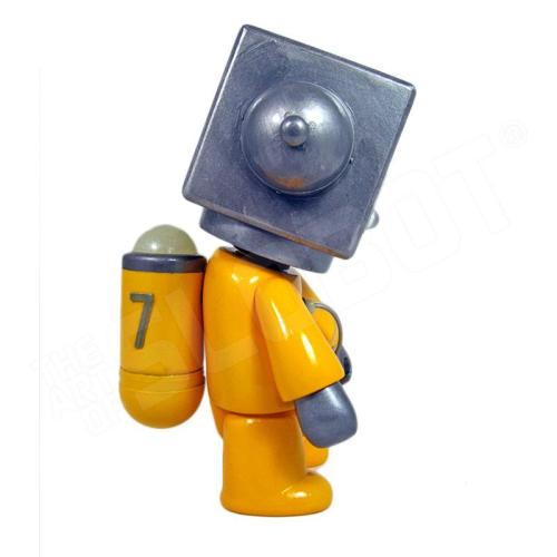Mike Slobot 7 - Sentinel Class Space Exploration Robot Yellow Silver Qee side