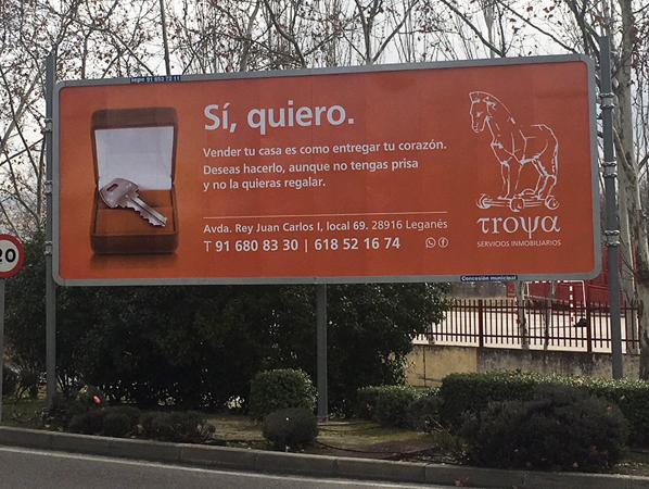Valla exterior publicitaria para Troya Servicios Inmobiliarios