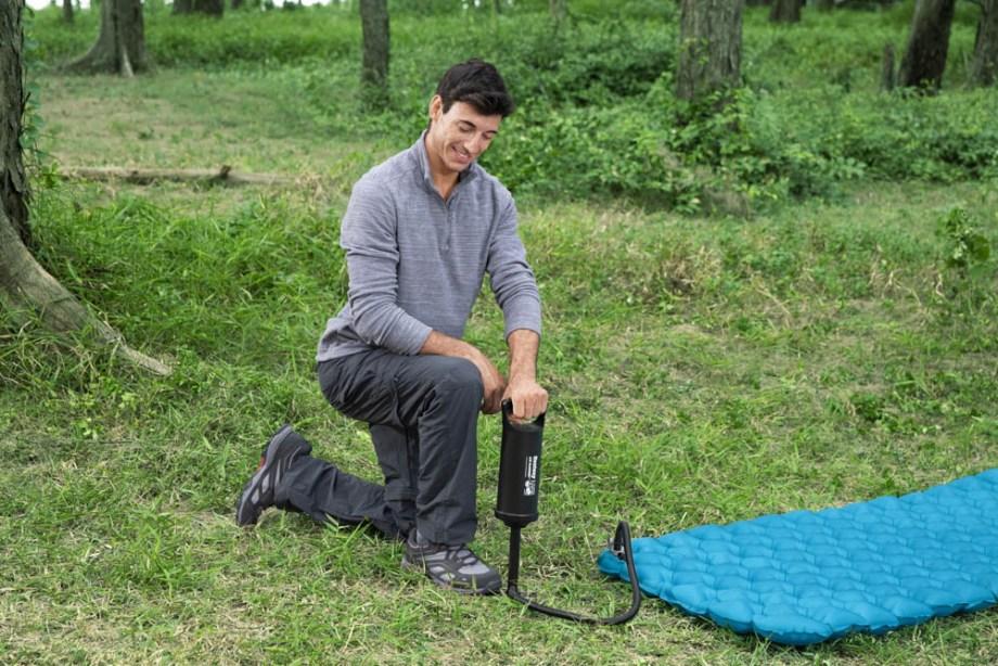 Pumpa za madrace Air Pump. Ručna pumpa za napuhivanje i ispuhivanje madraca i ostalih napuhavajućih predmeta.