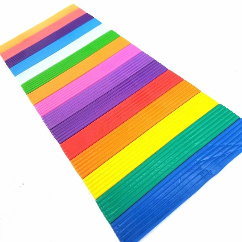 Plastelin u kutiji, Pasta za modeliranje, 16 različithi boja. Ovaj plastelin za modeliranje pakiran je u kutiji dimenzija 32x1x12 centimetara.