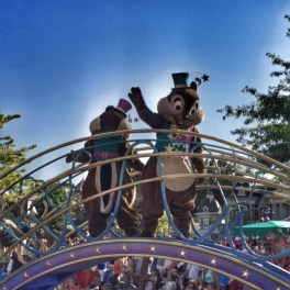 Disneyland Paris parade Chip n Dale