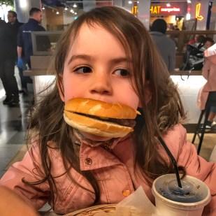 Kara burger girl