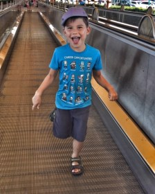 toby-disneyland-paris-travelator