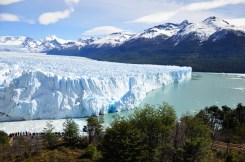 Can you spot people on the picture? Yes, Perito Moreno is this massive