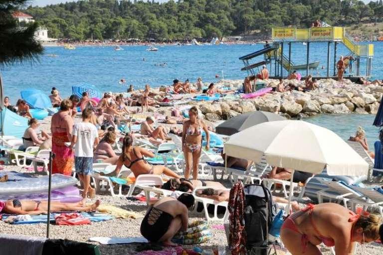 Na hrvaškem omilili omejitve zbiranja ljudi