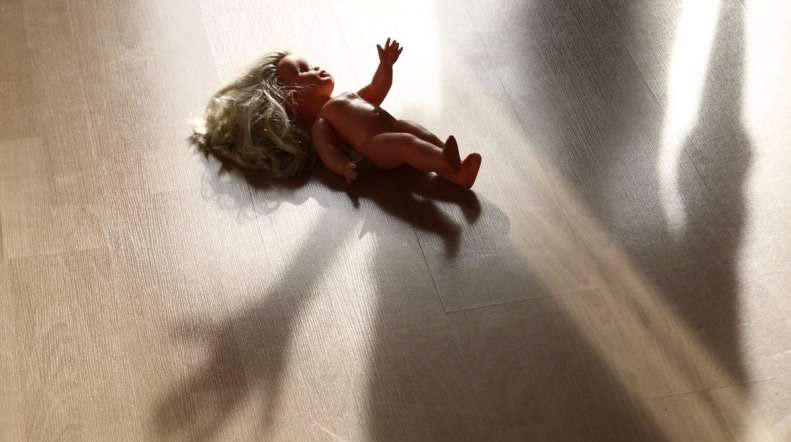 Odjemalci spolne zlorabe otrok do dveh let starosti tudi Slovenci