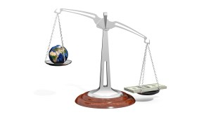 scale earth money balance terre argent