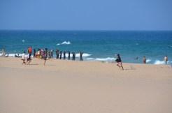 Lecție de surf. Surfing lesson. Praia do Guincho, Portugal. Photo: ©SLOWAHOLIC