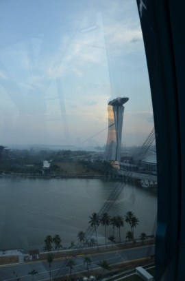 In departare: Marina Bay Sands. Singapore Flyer. Feb. 2014 Photo: ©SLOWAHOLIC