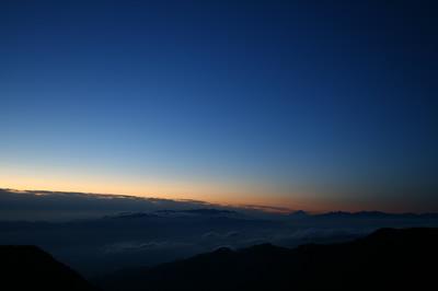 2009/9/20 5:16 燕山荘 展望テラスより 八ヶ岳・富士山・南アルプス