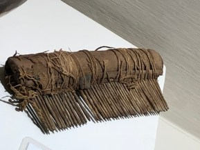 museum nazca hair comb
