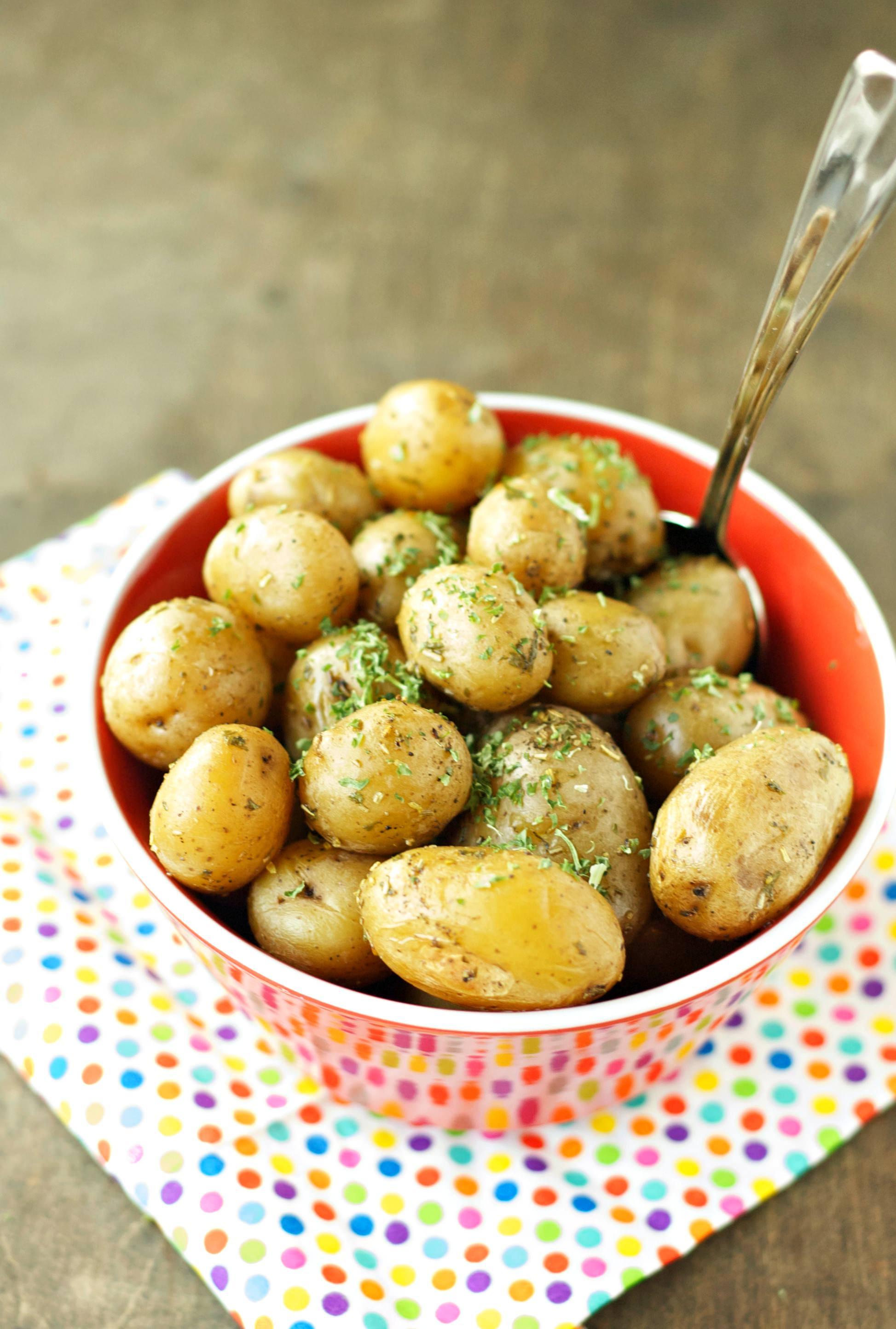 Slow Cooker Herbed Baby Potatoes - Slow Cooker Gourmet