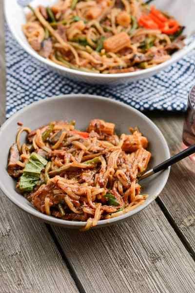 Slow Cooker Beef Drunken Noodles