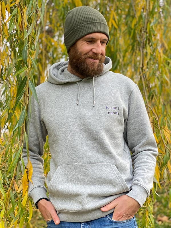 nachhaltiger-hoodie-fair-fashion-pullover-hakuna-matata-slowli-1