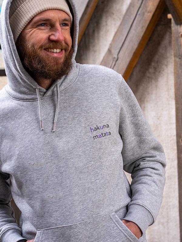 nachhaltiger-hoodie-fair-fashion-pullover-hakuna-matata-slowli-10