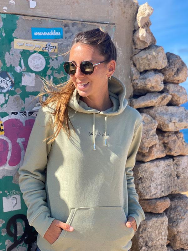 nachhaltiger-pullover-hoodie-take-it-slow-1-slowli