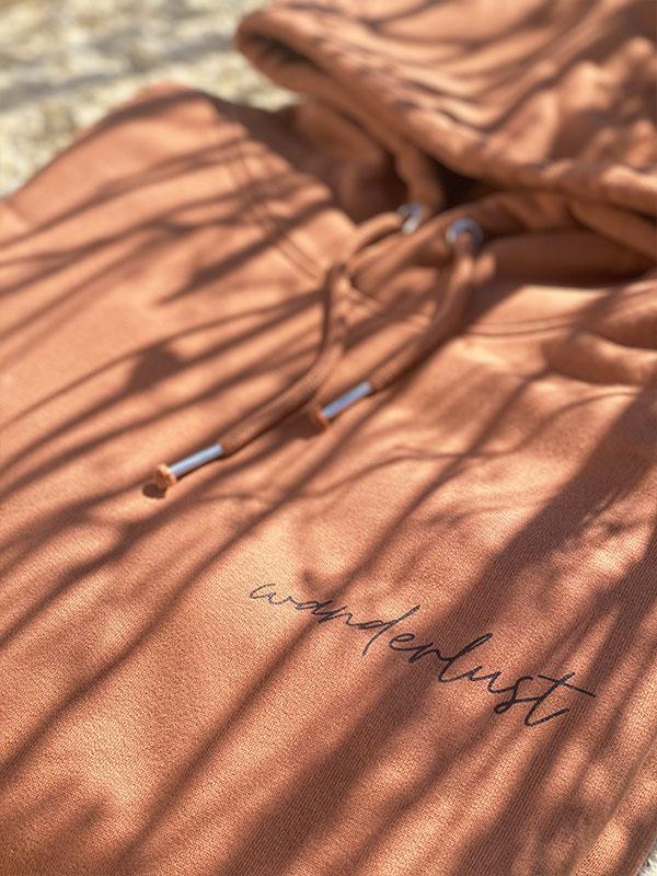 nachhaltiger-pullover-hoodie-wanderlust-4-slowli
