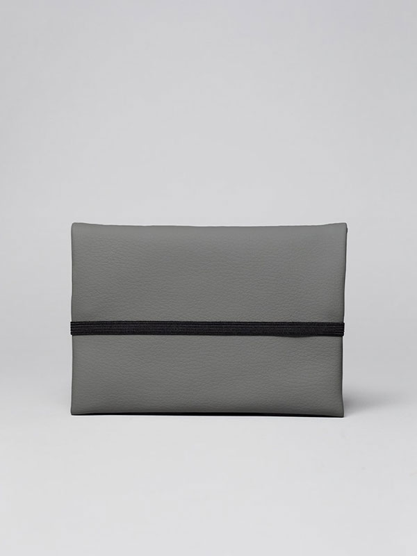 wetheknot-essential-pouch-darkgrey-vegan-leather-3_slowli