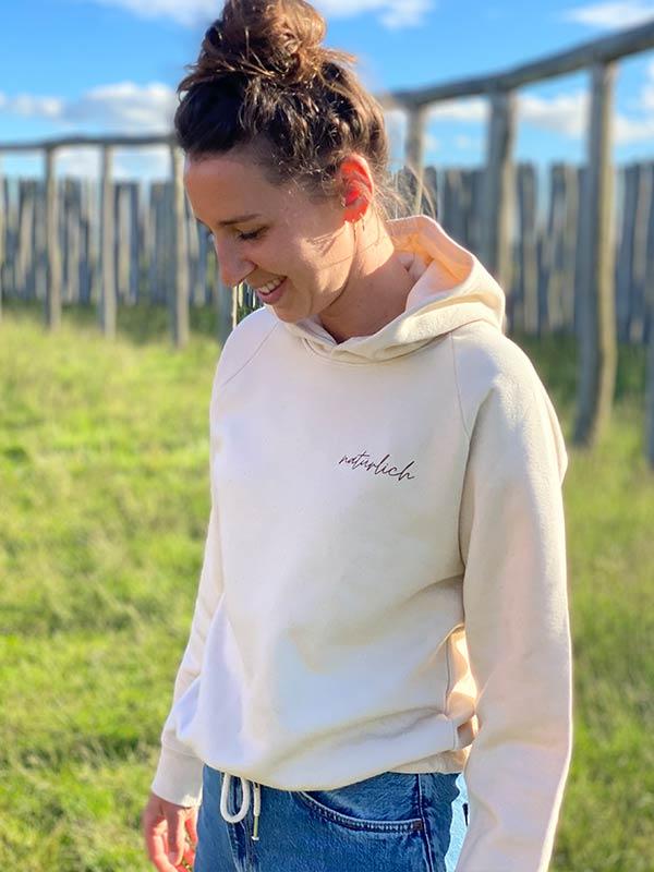 nachhaltiger-pullover-hoodie-mfair-fashion-natuerlich-beige-2-slowli