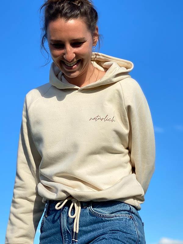 nachhaltiger-pullover-hoodie-mfair-fashion-natuerlich-beige-8-slowli