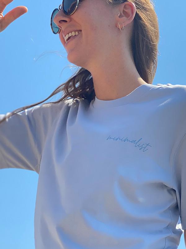 nachhaltiges-bio-baumwoll-shirt-minimalist-oversize-blau-slowli_1