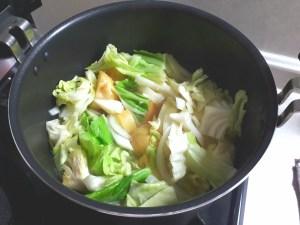 キャベツが少ししんなりするまで軽く煮る