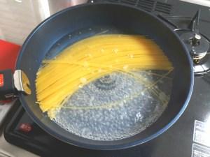 フライパン一つで簡単パスタの調理工程